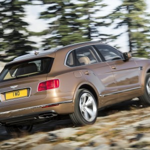 2017_bentley_bentayga_11_2560x1440
